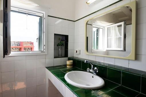 Vista detallada del baño