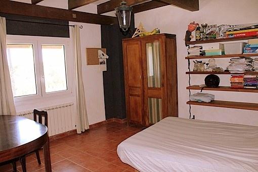 habitacion doble con ventana al jardin