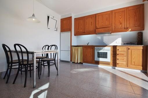 Cocina y comedor del apartamento independiente