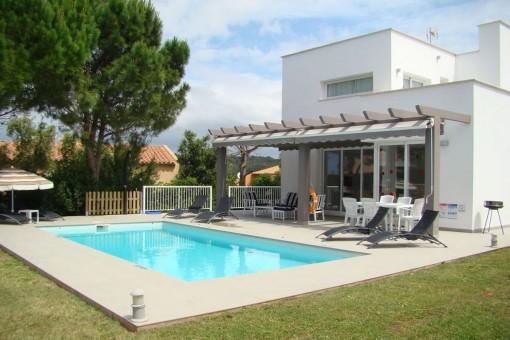 Villa en Son Bou con maravillosas vistas al mar, piscina privada y licencia de alquileres vacacional