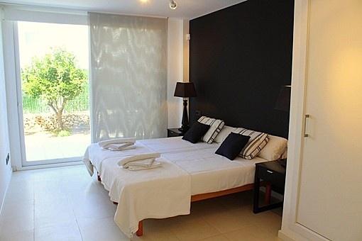 Dormitorio doble con acceso al jardin
