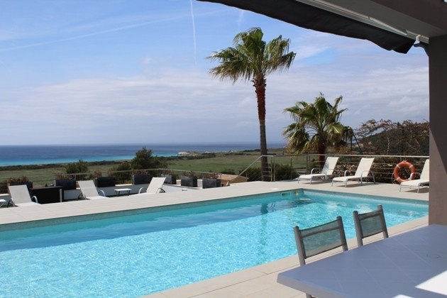 La combinación perfecta de vistas al mar, el confort y la extravagancia - chalet en Son Bou con licencia de alquileres vacacional