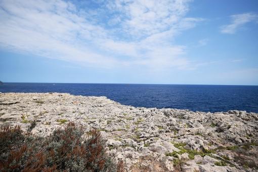 Vistas al mar mediterráneo delante de la villa