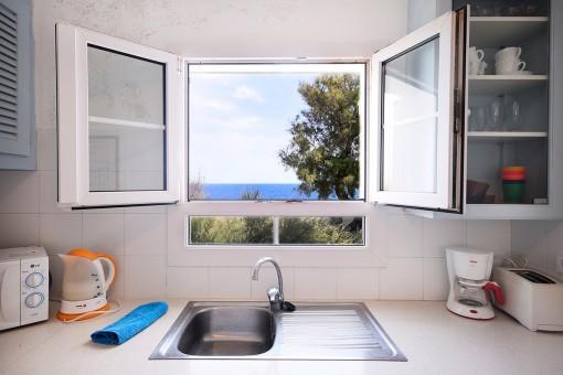 Vistas al mar mediterránea desde la cocina