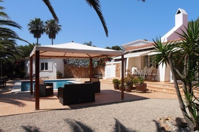 Chalet moderno tipo bungaló junto al campo de...