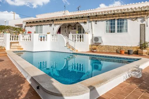 Chalet en Cala en Porter con piscina, garaje y vistas al mar