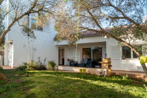 Moderna Villa con jardín en Llucmassanes