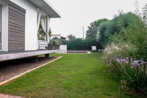 El jardín invita a disfrutar los días de verano