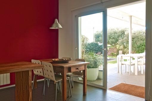 La cocina ofrece acceso a la terraza