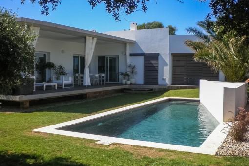 Maravillosa piscina de diseño