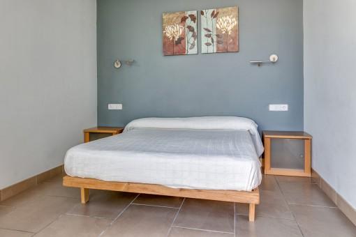 La villa ofrece 3 dormitorios en la planta baja