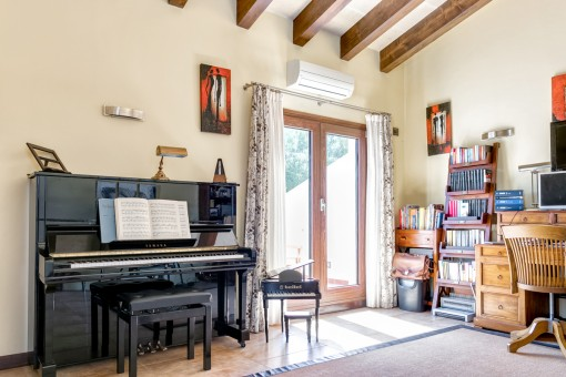 Despacho y cuarto de música