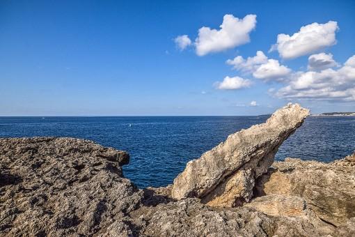 Rocas junto al mar con fantásticas vistas