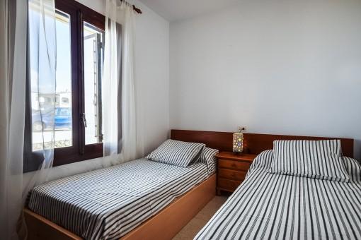 Otro dormitorio doble con 2 camas