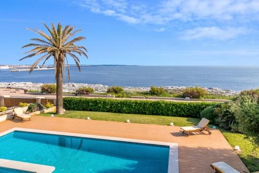 Espectacular villa en primera línea de mar en Ciutadella