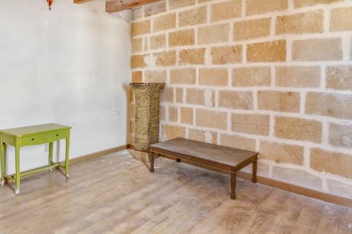 Todas las habitaciones tienen paredes de piedra natural