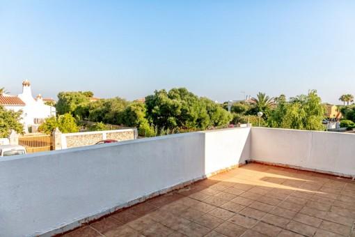 Terraza en la azotea amplia con vistas impresionantes
