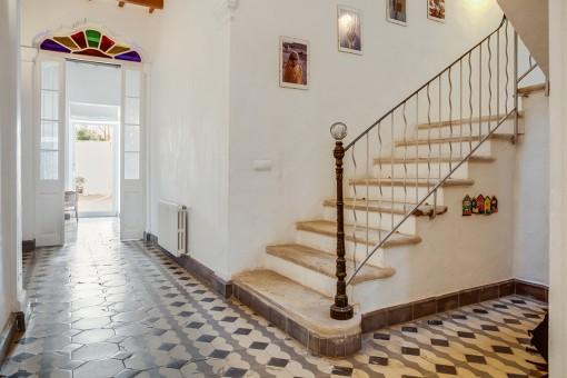 La casa tiene su encanto especial gracias al suelo con baldosas coloridas