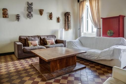 Sala de estar espaciosa con calefacción