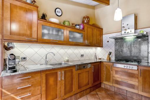 Preciosa cocina con muebles de madera