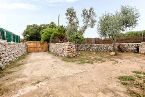 Jardín grande y la entrada