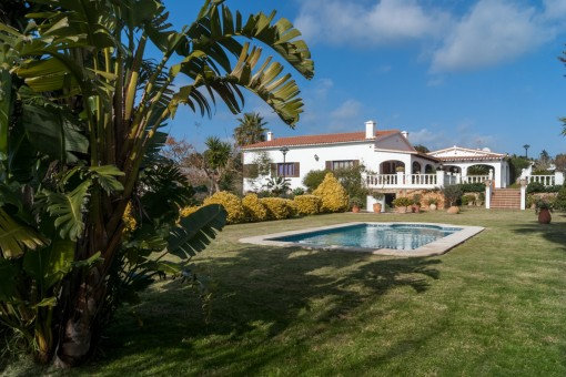 Preciosa y amplia villa con piscina en La Argentina