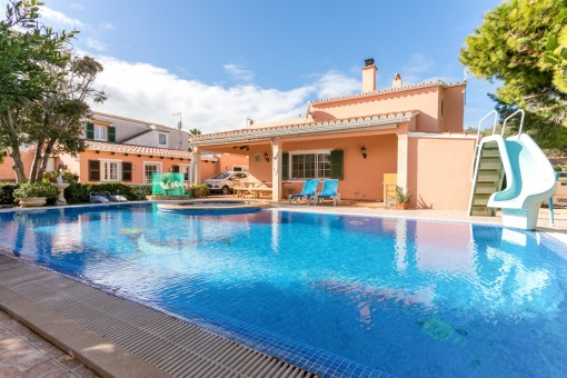 Casa con apartamento y piscina en Horizonte