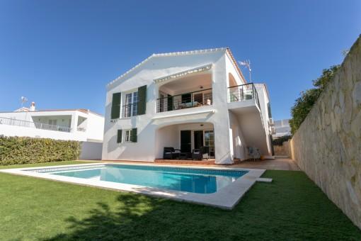 Preciosa villa con piscina en la demandada zona de Cala Llonga