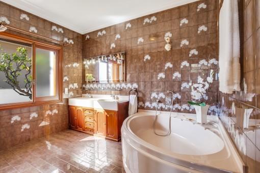 Precioso baño con bañera