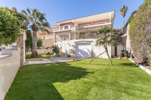Chalet grande y muy bonito con jardín en el puerto de Mahón