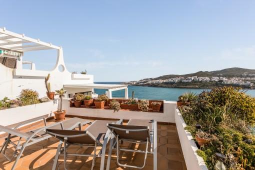 Terraza soleada con fantásticas vistas al mar