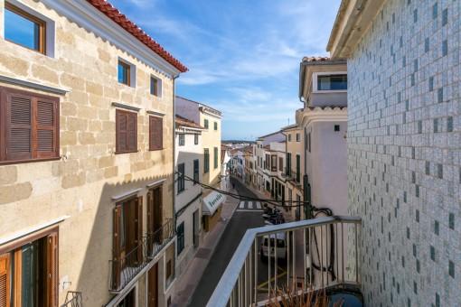 Casa de 3 plantas a reformar con patio y azotea en Alaior