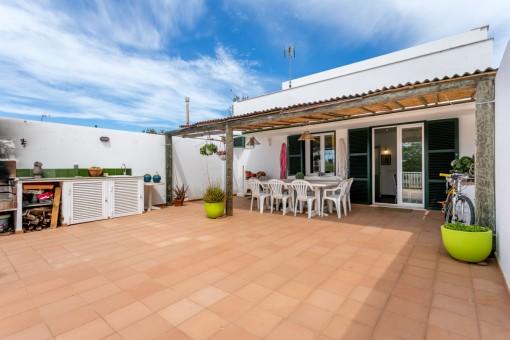 Casa de pueblo recientemente reformada moderna con un gran jardín idealmente situado en Mahón