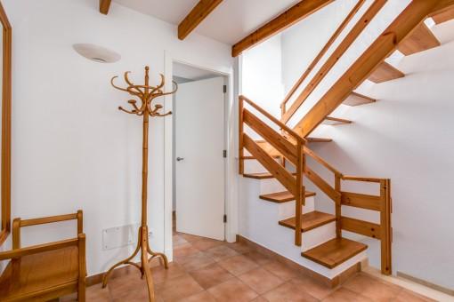 Corredor y acceso al piso superior