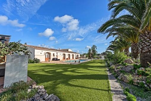 Extraordinaria finca de 4 hectáreas con piscina y maravilloso jardín en el campo de Binixica