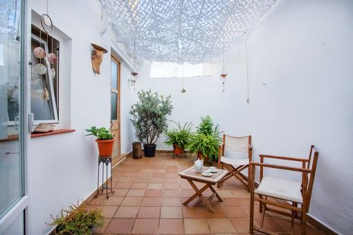 Encantador apartamento de planta baja recién reformado con patio en el centro histórico de Mahón