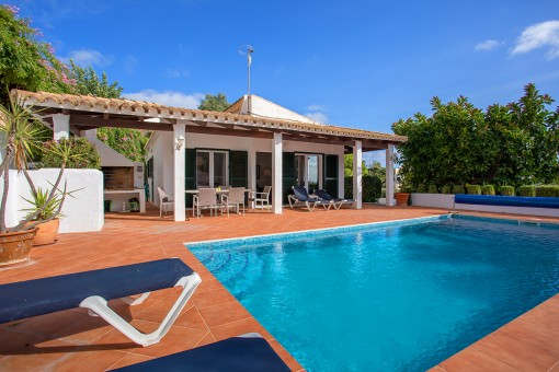 Excelente casa con piscina y una bonita zona exterior privada en Cala Llonga