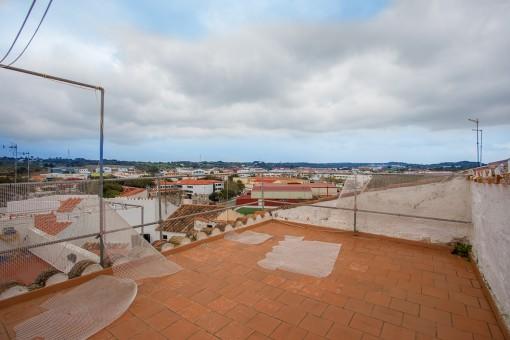 Casa con 3 plantas, sótano y balcón en Alaior